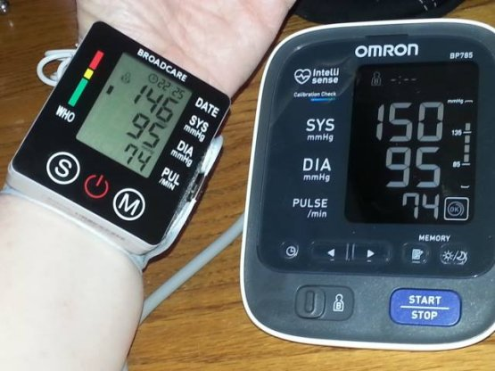 BROADCARE  Blood Pressure Monitor with case
