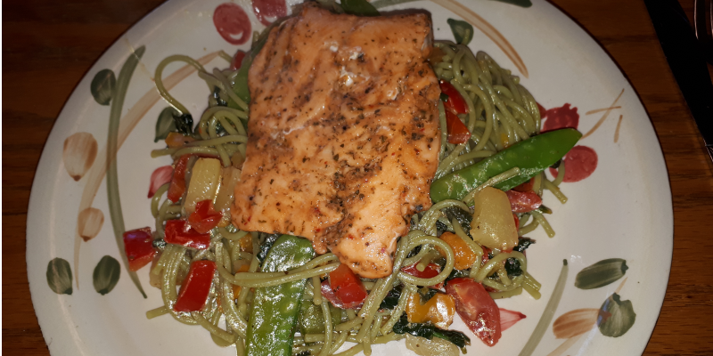 Healthy smoked salmon pasta with snow peas
