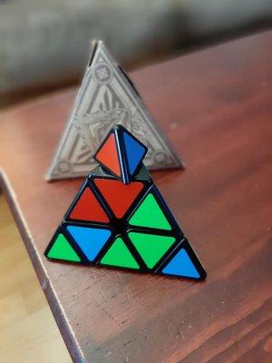 Speed Cube Cubinati Pyraminx - The Ultimate Brain Teaser for Kids