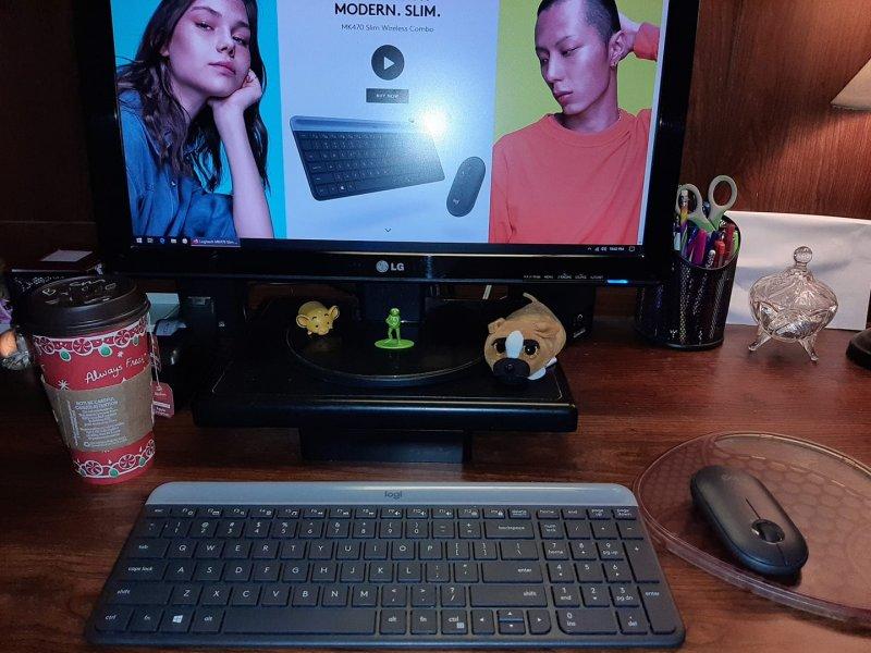 Logitech MK470 Slim Wireless Keyboard and Mouse