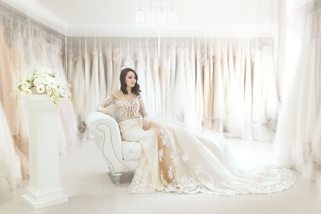 What You Need to Know When Shopping for a Wedding Dress
